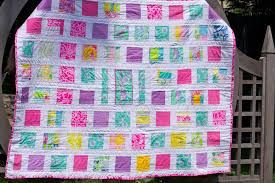 Shortcookie: Blogger's Quilt Festival! & You can't really see the detail in that picture, but in the center is a  tiger, taken from one of my mother's Lilly Pulitzer tiger skirts. Adamdwight.com