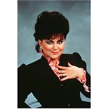 Designing Women Suzanne Class Reunion Designing Women Delta Burke As Suzanne Sugarbaker With Hand