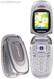 samsung flip phone 2009. my third phone was an lg vu. it lasted for 9 months. i lost while going xmas shopping. samsung flip 2009