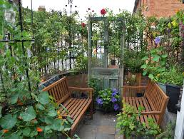 how to start a small garden. 7 Top Tips On How To Make The Most Of Your Small Garden! Start A Garden