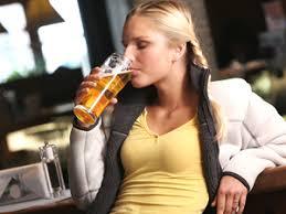 Resultado de imagen para tomar cerveza