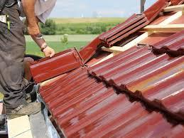 Das mansarddach zeichnet sich durch seine zwei verschiedenen steigungen aus. Dachziegel Naturlich Witterungsfest Und Langlebig Bauen De