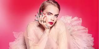 Губы как у Кары: <b>сияющий блеск</b> и помада для губ Dior