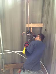 Plumbing The Shower Shipping Container Home In 2019 Verlegen