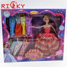 Bộ đồ chơi búp bê barbie thay đồ cho bé