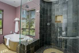 francolin lodge open plan en suite bath and shower