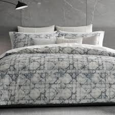 vera layered geometric bedding