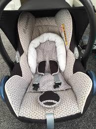 maxi cosi cabriofix car seat and 2 x familyfix base ing