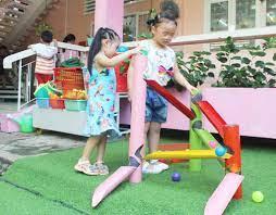 """Hô biến"""" phế liệu thành đồ chơi cho trẻ - Báo Long An Online"""
