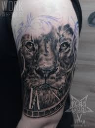 лев мужская тату на плече сделать тату у мастера вики салон Playpain
