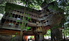 invisible tree house hotel. Ministers Treehouse Tennessee USA.Photoby Boredpanda.com Invisible Tree House Hotel