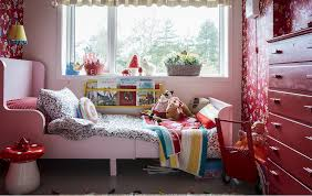 A kids' bedroom decorated in red and patterns.