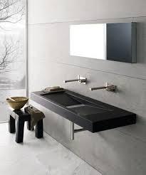 Esse modelo geralmente vem com a parte da rodabanca esculpida também, que é essa parte mais alta que protege a parede e se encontra com o espelho. Cuba Esculpida Melhores Opcoes Para Banheiro E Cozinha