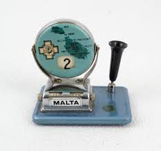 vintage flip over date perpetual desk calendar w pen holder souvenir of malta