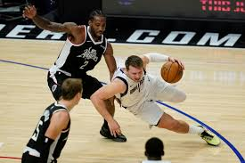 After the mavs hit two from the stripe, the clippers had a chance to tie, but kawhi leonard rushed a three. W4ta3 F3wfxwm