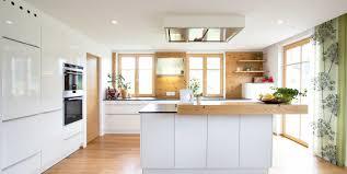 Weiße zeitlose ewe Küche c Küchenstudio Laserer Küche