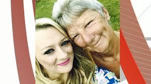 Tributes paid to 'Tesco mummy' Hilary Simmons - BBC News