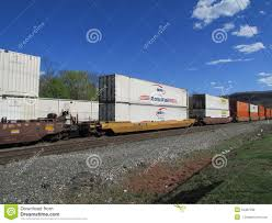 Jb Hunt Intermodal Rail Road Cars With Intermodal Containers Of Nfi Roadrail