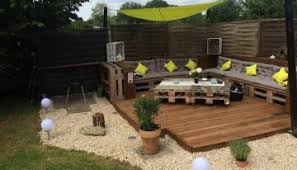 furniture deck. Recycled Pallet Garden Deck With Furniture