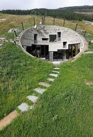 2 Cool Underground House on a Hill (26 pics)