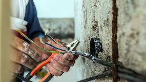 Top 7 Must Know Electrician Tax Deductions | Next Insurance
