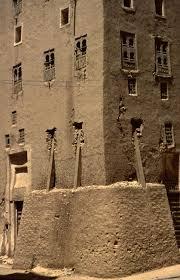 Collections | Regional Surveys | Peggy Crawford: Photographs of Yemen |  Shibam. Reinforced corner of multistory mudbrick cons… | Interiores,  Arquitetura, Inspiração