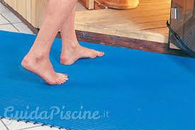 Piastrelle Antiscivolo Per Piscina : Tipi di pavimenti portatili utili per la tua piscina