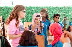 صفاء أبو السعود تغني مع الأطفال من ذوي الهمم على هامش فعاليات سمبوزيوم أرتا  مرسانا بالعلمين – بوابة العالم