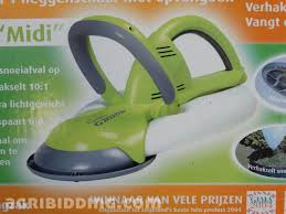 electric hedge trimmer with garden groom midi green black and gray
