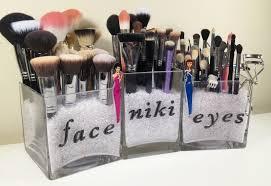 simplistic makeup brush storage