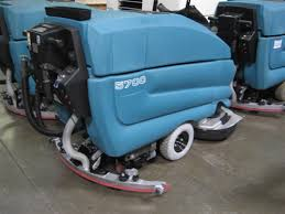 reconditioned tennant 5700 floor scrubber