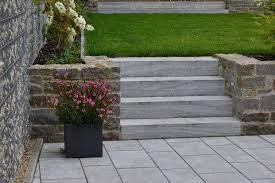 Du möchtest eine treppe aus beton oder bruchstein pflastern? Blockstufen Setzen Verlegen Anleitung Mit Und Ohne Beton Traco Manufactur