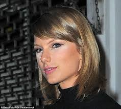 beauty blunder taylor swift appeared to have a minor make up mishap as she