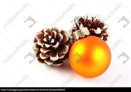 Stockfoto 3920247 Weihnachtsdeko Tannenzapfen Mit Christbaumkugel