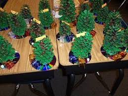 A Christmas gift for parents! Kids paint pinecones green, glue on Mardi  Gras necklace
