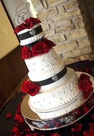 Black And White Wedding Cakes With Red Roses Red Roses And Black