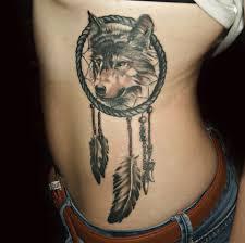 татуировка на боку у девушки волк и ловец снов фото рисунки эскизы