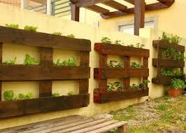 pallet garden projects. pallet garden source:http://pinterest.com/ginaursini/diy-projects/pins/ projects r