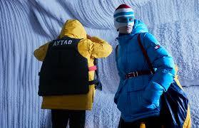 снял модные зимние вещи в ледяной пещере <b>парка</b> «Зарядье