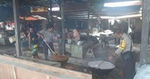 polisi ikut serta dalam kegiatan makan bersama bubur asyura polres kotabaru dalam berita