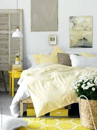 pale yellow bedroom walls decor