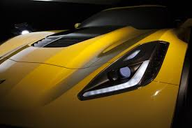 2015 corvette stingray z06. like the corvette stingray a carbonfiber hood with functional vent is standard on 2015 z06