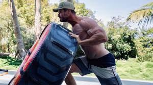 Chris Hemsworth trainiert ordentlich Muskelmasse an, um Hulk Hogan zu  spielen