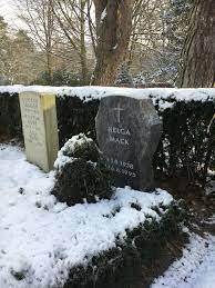 File:Grabstätte Helga Mack.jpg - Wikimedia Commons