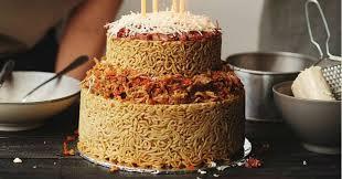 Ada Kue Ulang Tahun Terbuat Dari Indomie Lho Tertarik Mencoba