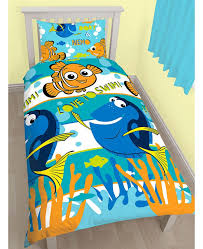 This adorable single duvet cover set is a must for any little ... & This adorable single duvet cover set is a must for any little Finding Nemo  fans! Adamdwight.com
