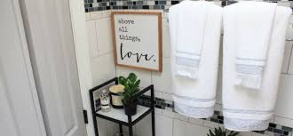 5 tips on how to decorate a small bathroom blog article image link