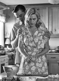 kate winslet e leonardo dicaprio revolutionary road a kate winslet e leonardo dicaprio revolutionary road 2008 a great book by richard yates and a great movie for some people the claustrophobia o