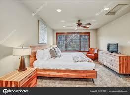 Gemütliche Schlafzimmer Innenraum Bietet Große Holz Bett Mit