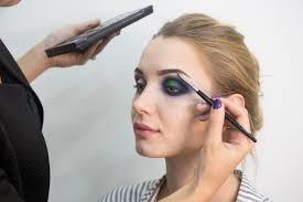 Курсы визажистов и макияжа с дипломом в школе в Москве Курсы визажиста в москве с дипломом